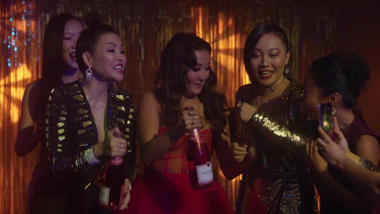 Taittinger Prestige Rosé Brut Champagne in Emily in Paris S01E08 (1)