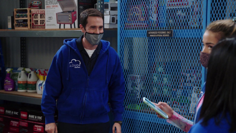 Toro Rake and Vac Yard Tools in Superstore S06E01 TV Show (2)