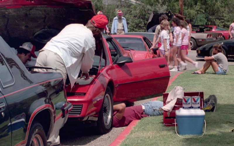 Valvoline in Cannonball Run II (1984)