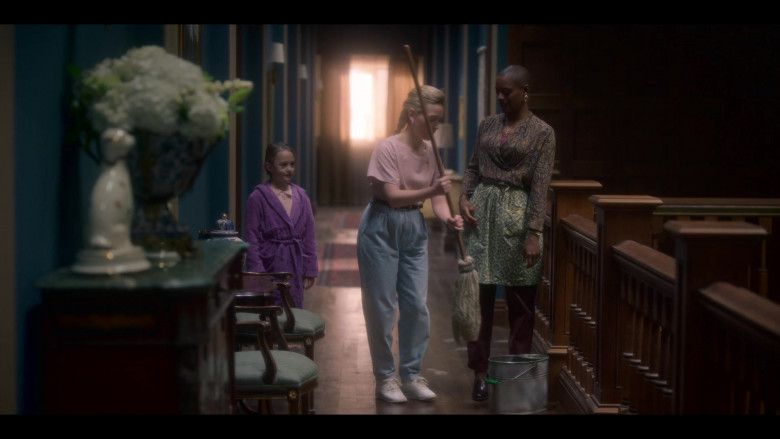 Victoria Pedretti as Dani Wears Reebok Freestyle Hi Women's White Shoes in The Haunting of Bly Manor (1)
