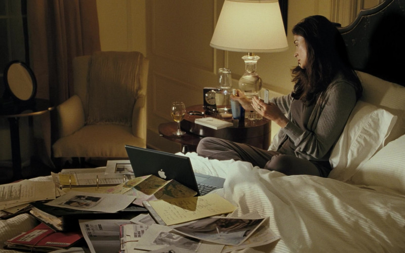 Apple Black Laptop of Demi Moore as Detective Tracy Atwood in Mr. Brooks Movie (1)