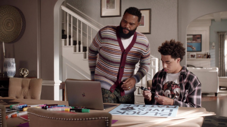 Apple MacBook Laptop Used by Anthony Anderson & Marcus Scribner in Black-ish S07E03 Hero Pizza (2020)