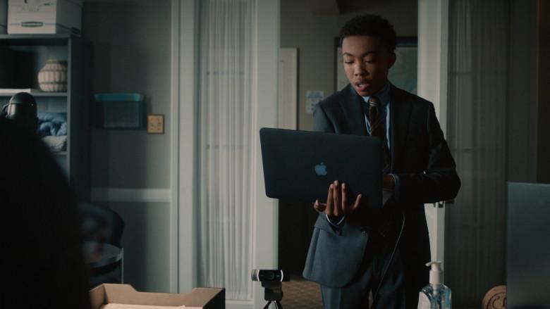 Apple MacBook Laptop of Asante Blackk as Malik Hodges in This Is Us S05E04 TV Show (1)