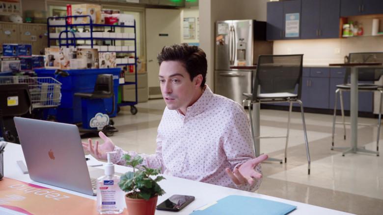 Apple MacBook Laptop of Ben Feldman as Jonah Simms in Superstore S06E04 TV Show (1)
