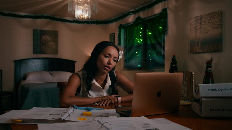 Apple MacBook Laptop of Kat Graham as Erica Miller in Operation Christmas Drop (2020)