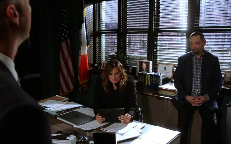 Apple MacBook Laptop of Mariska Hargitay as Olivia Benson in Law & Order SVU S22E01 Guardians and Gladiators