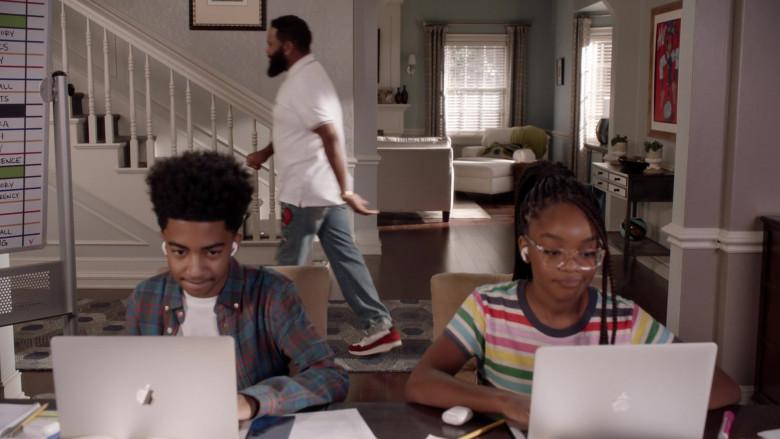 Apple MacBook Laptop of Miles Brown as Jack in Black-ish S07E04 (1)