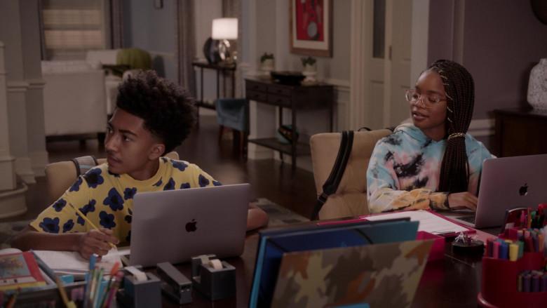 Apple MacBook Laptop of Miles Brown as Jack in Black-ish S07E04 (2)