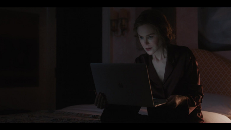 Apple MacBook Laptop of Nicole Kidman as Grace Fraser in The Undoing S01E05 (1)
