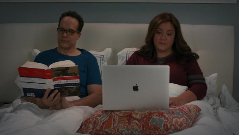 Apple MacBook Pro Laptop of Katy Mixon in American Housewife S05E04 (2)