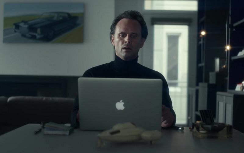 Apple MacBook Pro Laptop of Walton Goggins as Skinny Man in Fatman 2020 Movie (1)