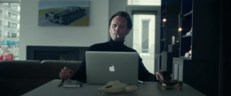 Apple MacBook Pro Laptop of Walton Goggins as Skinny Man in Fatman 2020 Movie (3)