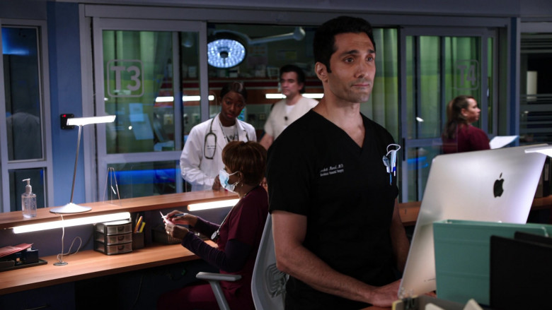 Apple iMac AIO Desktop Computers in Chicago Med S06E01 TV Series (3)