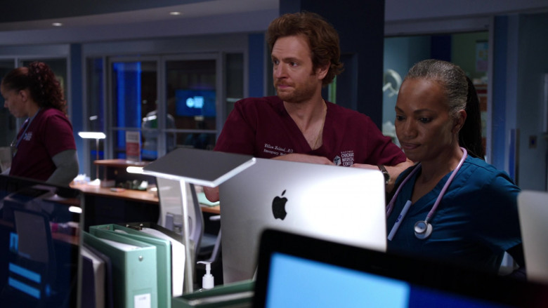 Apple iMac AIO Desktop Computers in Chicago Med S06E01 TV Series (5)