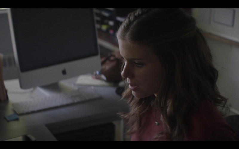 Apple iMac All-In-One Desktop Computer of Kate Mara as Claire Crystal in A Teacher S01E02 (2020)