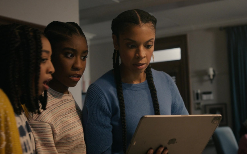 Apple iPad Tablet of Susan Kelechi Watson as Beth (Clarke) Pearson in This Is Us S05E04 Honestly (2020)