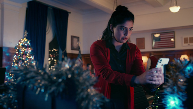 Apple iPhone Smartphone of Aliza Vellani as Sally in Operation Christmas Drop (1)