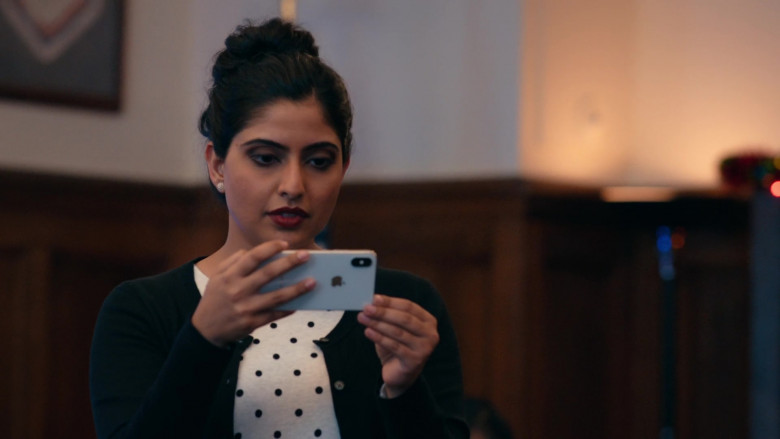 Apple iPhone Smartphone of Aliza Vellani as Sally in Operation Christmas Drop (2)