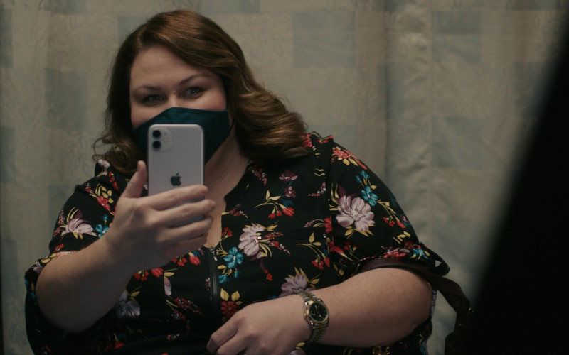Apple iPhone Smartphone of Chrissy Metz as Kate in This Is Us S05E04 TV Show (1)