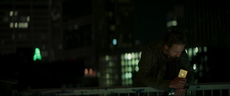 Apple iPhone Smartphone of Gerard Butler as John Garrity in Greenland (2020)