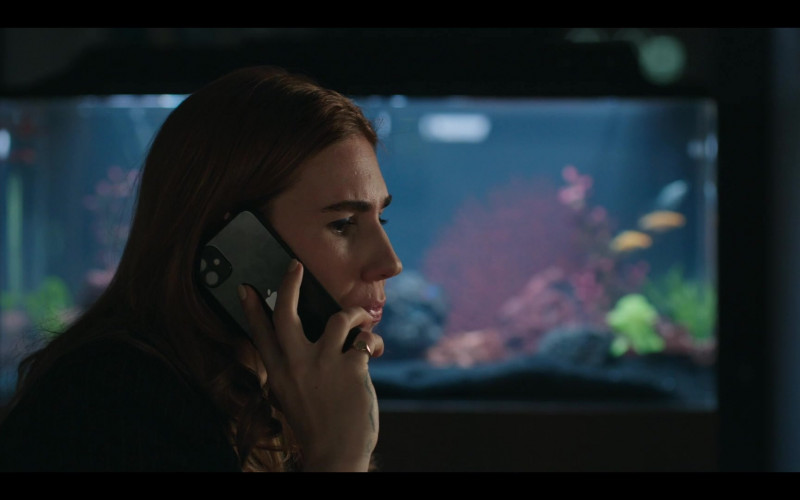Apple iPhone Smartphone of Zosia Mamet as Annie in The Flight Attendant S01E01