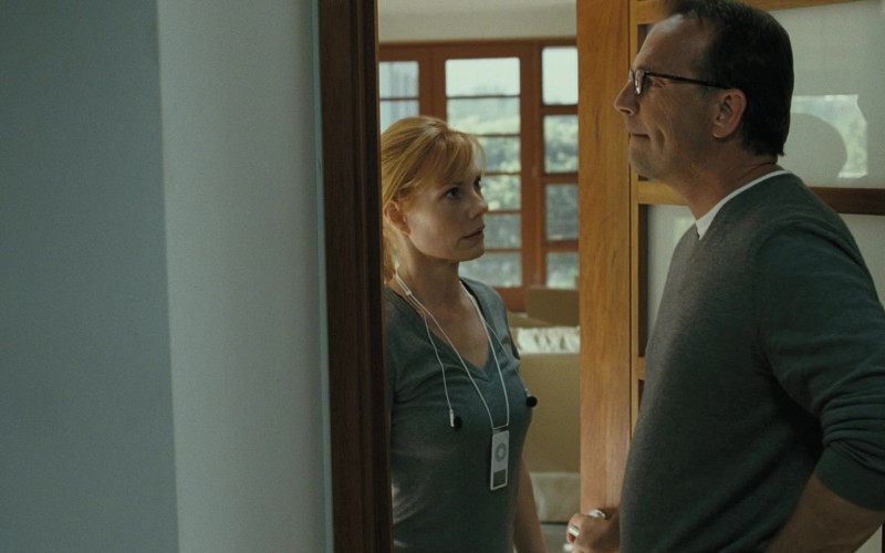 Apple iPod Portable Media Player of Marg Helgenberger as Emma Brooks in Mr. Brooks (2007)