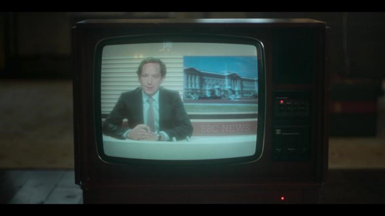 BBC News in The Crown S04E05 Fagan (2020)