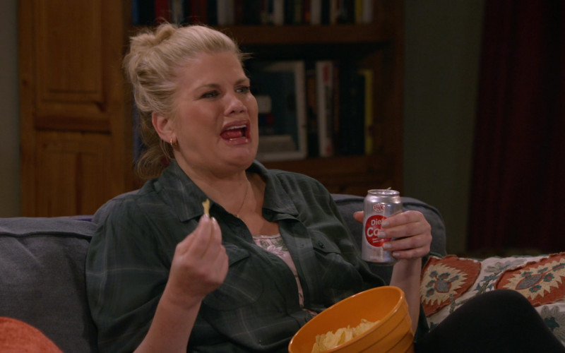 Big K Diet Cola by Kroger Co. Enjoyed by Kristen Johnston as Tammy in Mom S08E02 TV Show (1)