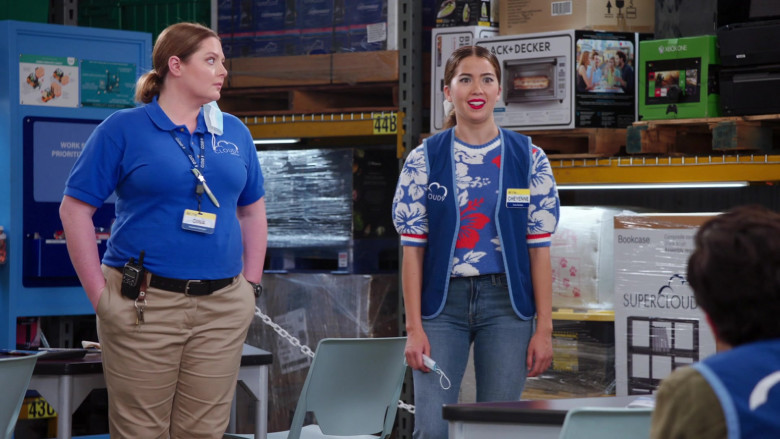 Black+Decker and Xbox One in Superstore S06E03 Floor Supervisor (2020)