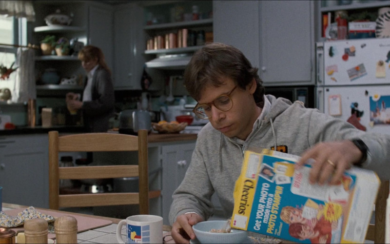 Cheerios Cereal Enjoyed by Rick Moranis as Wayne Szalinski in Honey, I Shrunk the Kids (1989)