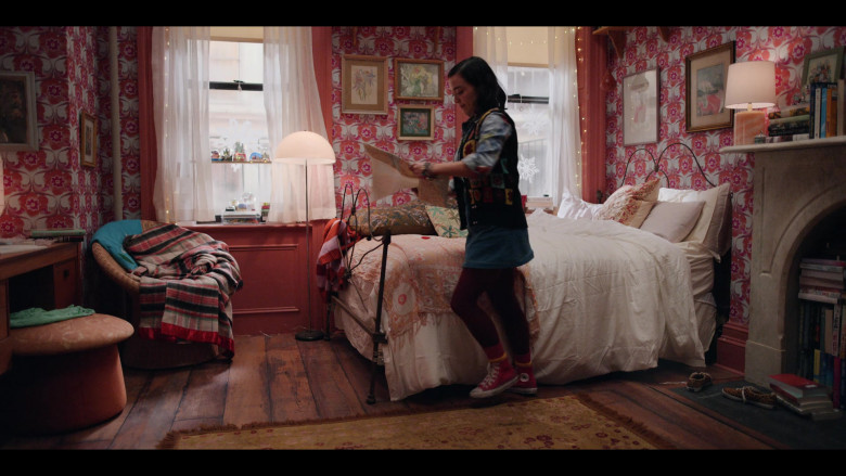 Converse Red Shoes of Midori Francis in Dash & Lily S01E02 Lily (2020)