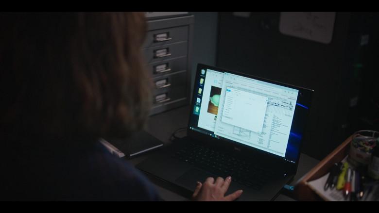 Dell Laptop of Rosie Perez as Megan in The Flight Attendant S01E03 Funeralia (2020)