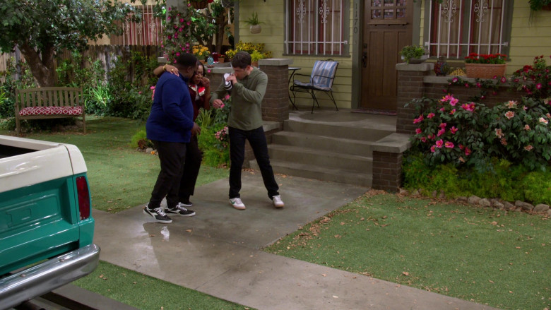 Diadora Game L Low Trainers of Cedric the Entertainer as Calvin in The Neighborhood S03E01 (1)