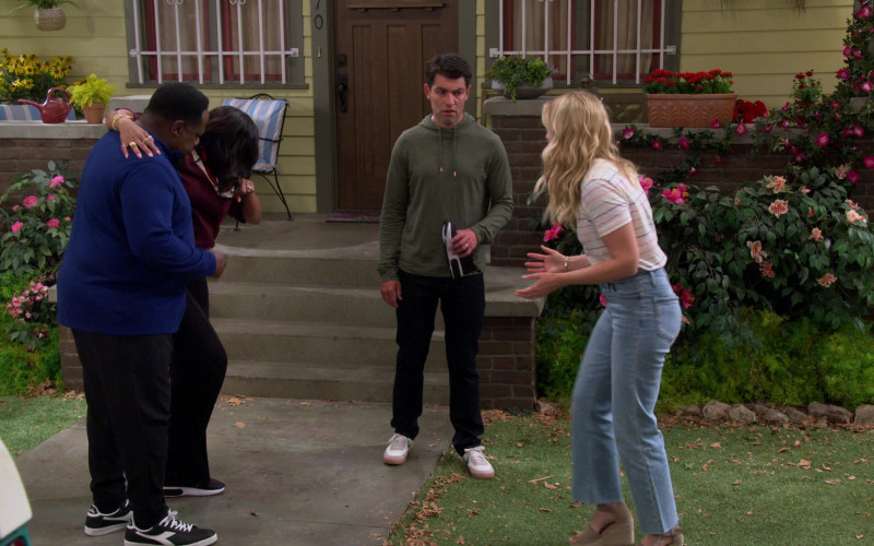 Diadora Game L Low Trainers of Cedric the Entertainer as Calvin in The Neighborhood S03E01 (2)