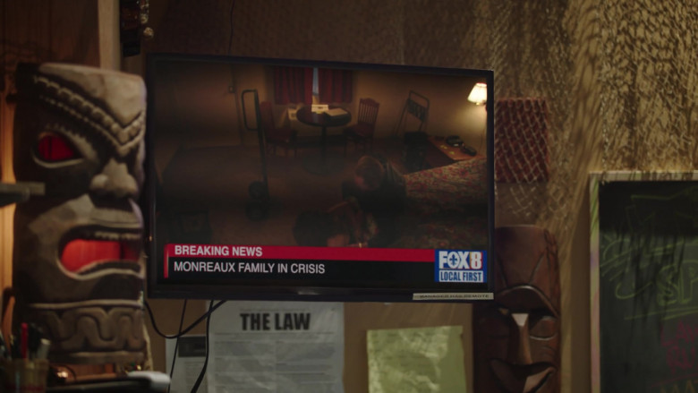 FOX 8 Television Channel in Filthy Rich S01E06 (4)