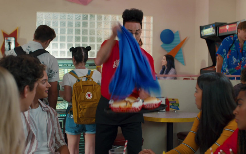 Fjallraven Kanken Backpack in Saved by the Bell S01E01 Pilot (2020)