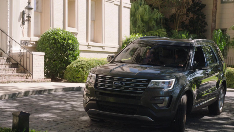 Ford Explorer SUV of Necar Zadegan as Hannah Khoury in NCIS New Orleans S07E01 Something in the Air, Part 1 (2020)