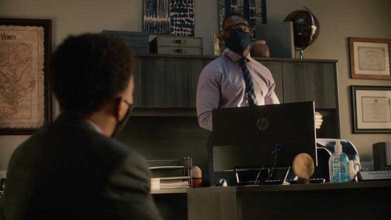 HP Monitor of Sterling K. Brown as Randall in This Is Us S05E04 TV Show