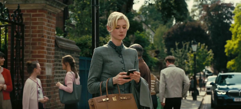 Hermes Birkin Brown Bag of Elizabeth Debicki as Katherine 'Kat' Barton in Tenet Movie (1)
