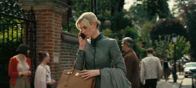 Hermes Birkin Brown Bag of Elizabeth Debicki as Katherine 'Kat' Barton in Tenet Movie (2)