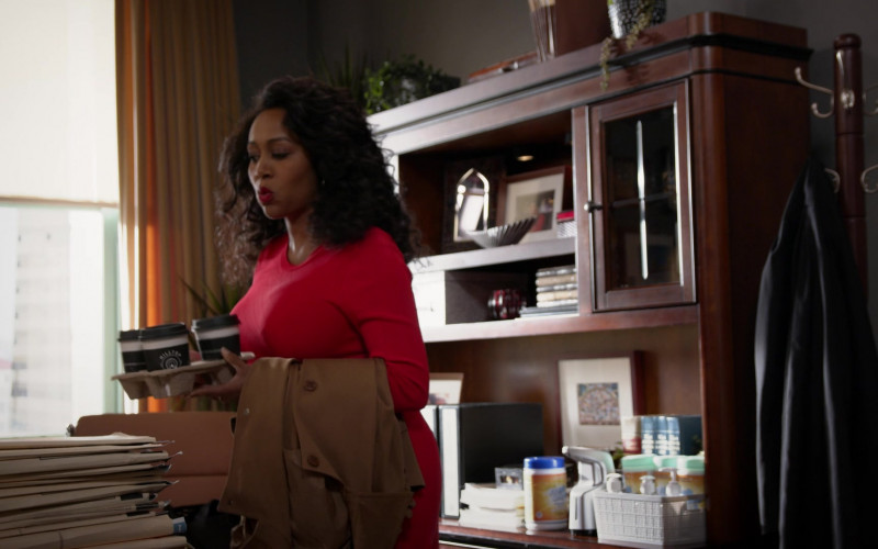 Hilltop Coffee Enjoyed by Simone Missick as Judge Lola Carmichael in All Rise S02E01 TV Show (1)