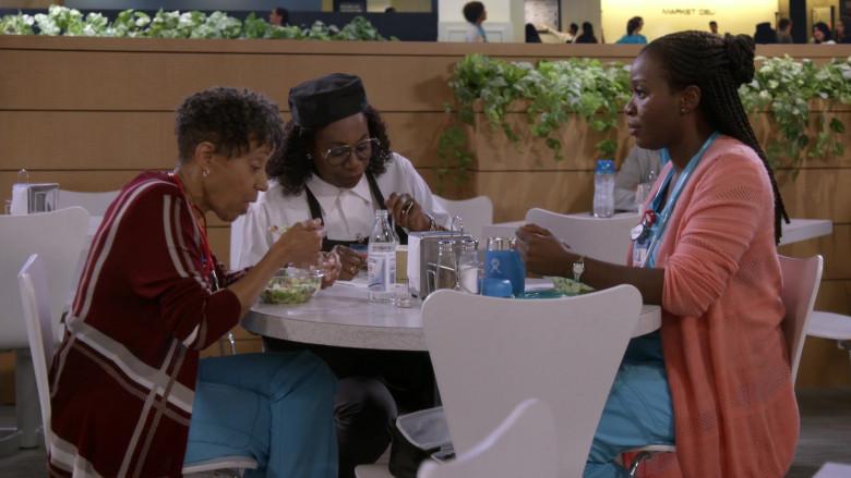 Hydro Flask Blue Mug of Folake Olowofoyeku in Bob Hearts Abishola S02E01 TV Show