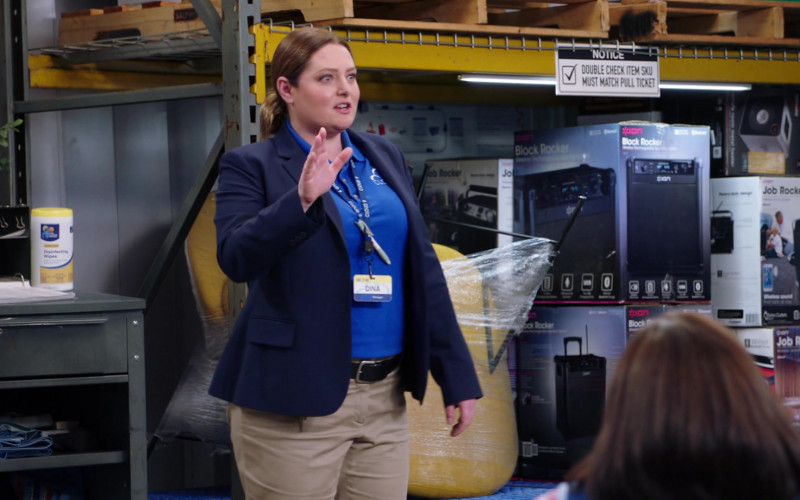 ION Block Rocker in Superstore S06E04 (1)