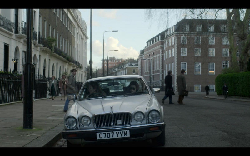Jaguar Cars in The Crown S04E07 The Hereditary Principle (1)