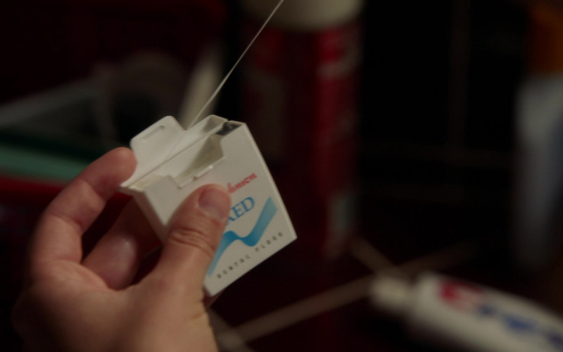 Johnson & Johnson Dental Floss in Young Sheldon S04E03
