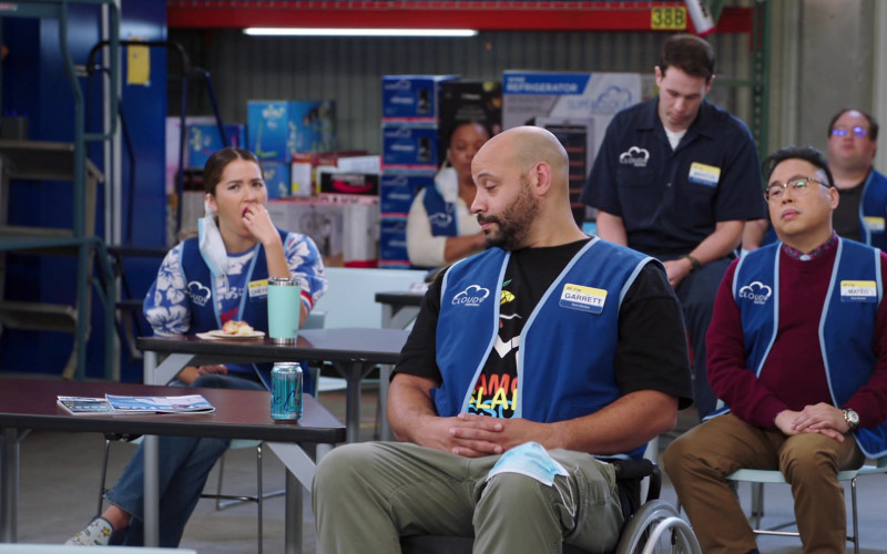 LaCroix Sparkling Water Drinks of Colton Dunn as Garrett McNeil in Superstore S06E03 (1)