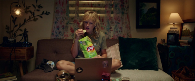 Lay's Chips Enjoyed by Malin Åkerman as Anna in Chick Fight (1)