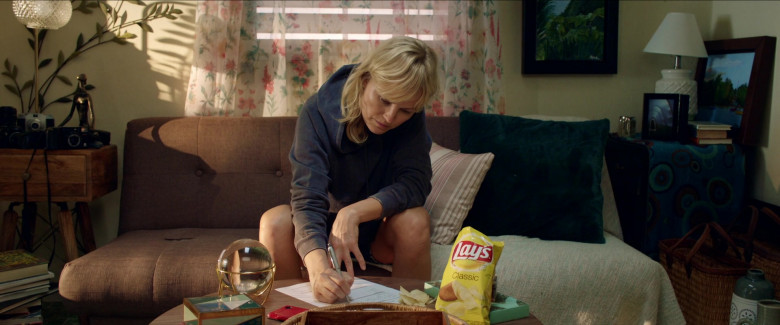 Lay's Chips Enjoyed by Malin Åkerman as Anna in Chick Fight (2)