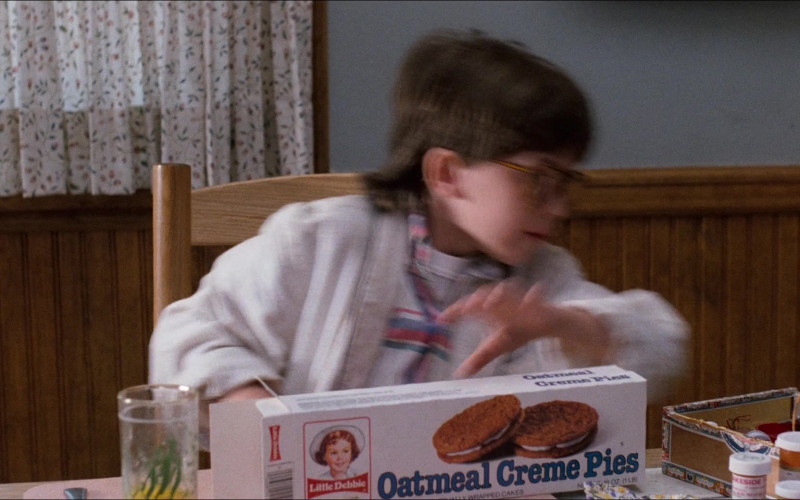 Little Debbie Oatmeal Creme Pies in Honey, I Shrunk the Kids (1989)