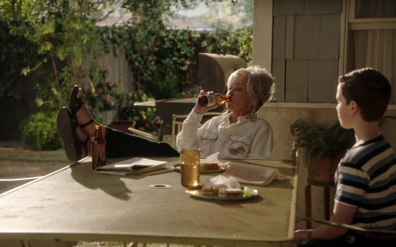 Lone Star Beer Enjoyed by Annie Potts as Constance 'Connie' Tucker – 'Meemaw' in Young Sheldon S04E02